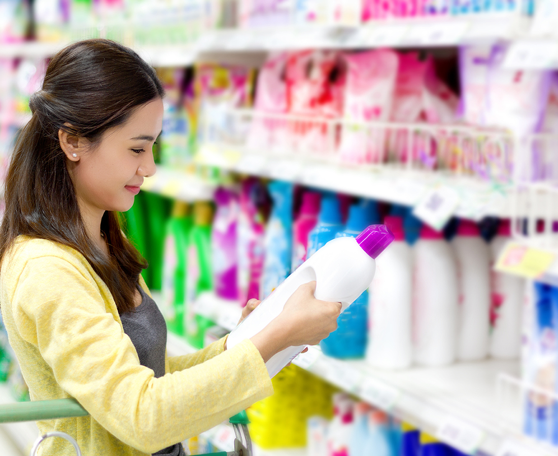 Woman buys in the supermarket laundry detergent